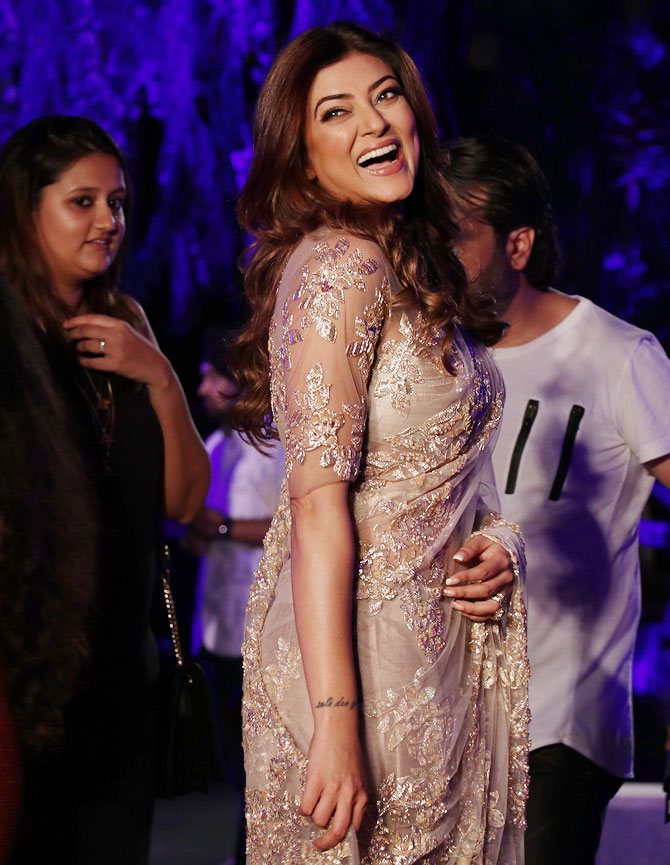 Latest News from India - Get Ahead - Careers, Health and Fitness, Personal Finance Headlines - Pics: Sush, Dia, Shilpa attend Manish's show at LFW