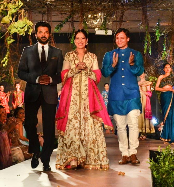 Maheka Mirpuri flanked by her showstoppers Anil Kapoor and Vivek Oberoi