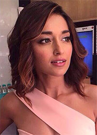 Latest News from India - Get Ahead - Careers, Health and Fitness, Personal Finance Headlines - Illeana is a pretty sight in peach