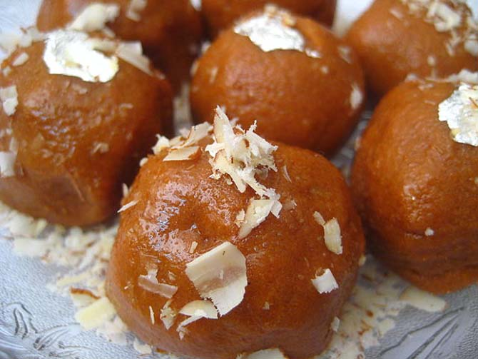 Mom's recipes: Besan Laddoo, Kadhi Pakora and more ...
