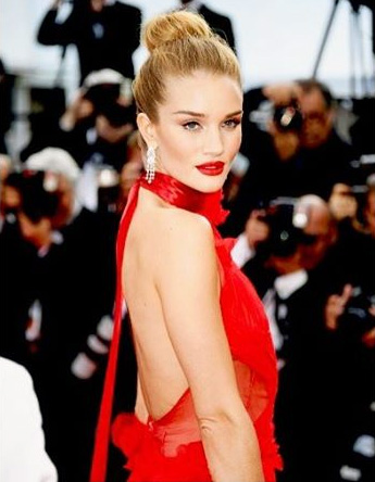 Latest News from India - Get Ahead - Careers, Health and Fitness, Personal Finance Headlines - Fashion diaries: Rosie's red gown vs Chloe's revealing dress