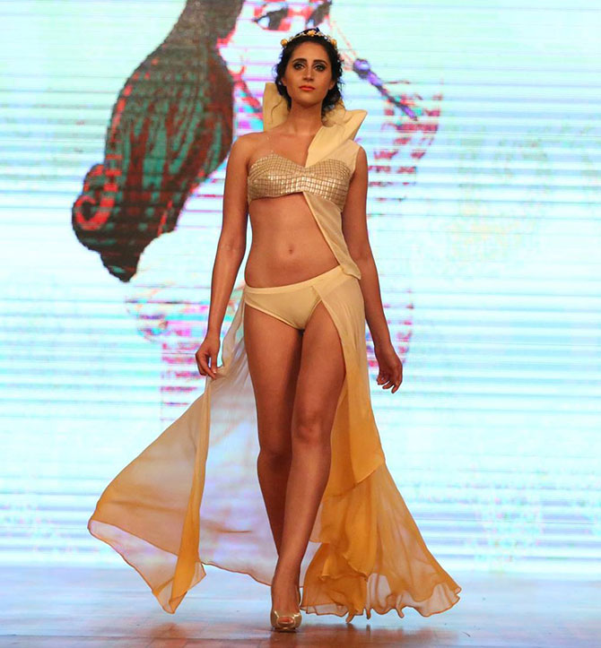 Latest News from India - Get Ahead - Careers, Health and Fitness, Personal Finance Headlines - Models set temperatures soaring in sexy beachwear