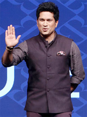 Latest News from India - Get Ahead - Careers, Health and Fitness, Personal Finance Headlines - Aila! What's Sachin doing on the runway?