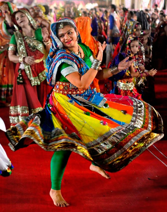 Latest News from India - Get Ahead - Careers, Health and Fitness, Personal Finance Headlines - Navratri Pics: Dance, drama, dandiya!