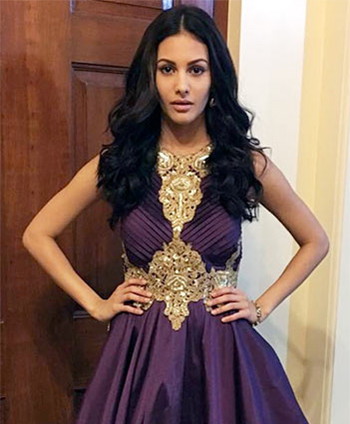 Latest News from India - Get Ahead - Careers, Health and Fitness, Personal Finance Headlines - #Celebspired: How to WEAR nine colours of Navratri