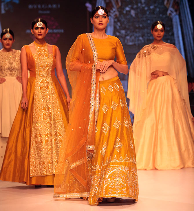 Latest News from India - Get Ahead - Careers, Health and Fitness, Personal Finance Headlines - #FestiveFashion: 10 stylish ways to dress up