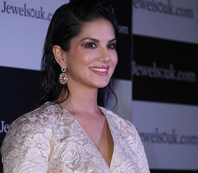 sunny leone for jewelsouk