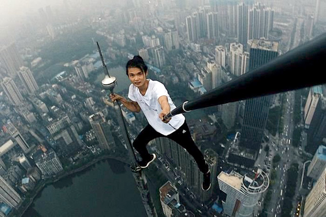 Selfie Daredevil Dies But The Extreme Selfie Madness
