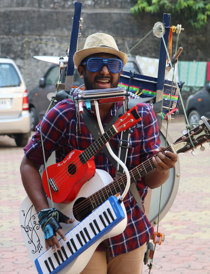 Latest News from India - Get Ahead - Careers, Health and Fitness, Personal Finance Headlines - MUST WATCH: The magical one-man band