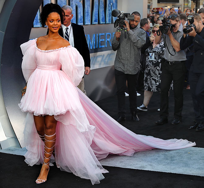 Rihanna News And Photos: RedCarpetLooks: We Want Rihanna's Dress Now!