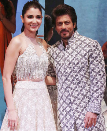 Latest News from India - Get Ahead - Careers, Health and Fitness, Personal Finance Headlines - Asli showstoppers: SRK and Anushka