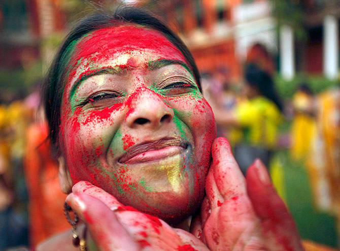 Latest News from India - Get Ahead - Careers, Health and Fitness, Personal Finance Headlines - Moms-to-be, you too can play Holi