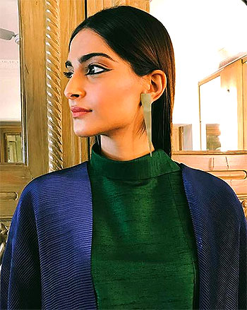 Latest News from India - Get Ahead - Careers, Health and Fitness, Personal Finance Headlines - StyleDiaries: Sonam is fashion's IT girl