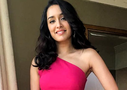 Latest News from India - Get Ahead - Careers, Health and Fitness, Personal Finance Headlines - Shraddha's pink dress will knock your socks over
