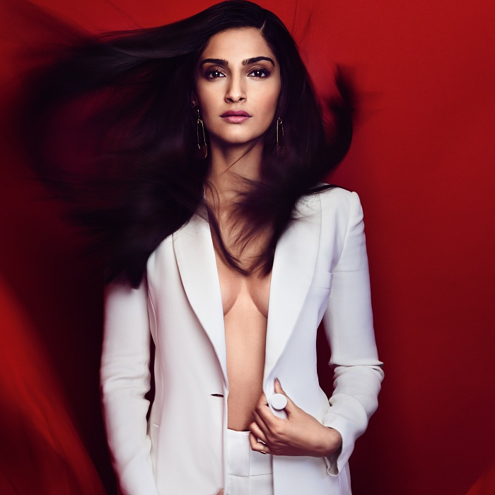 Latest News from India - Get Ahead - Careers, Health and Fitness, Personal Finance Headlines - Sonam Kapoor to Kim Kardashian: Hotties who went shirtless