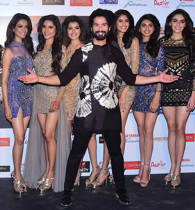 Shahid Kapoor with the Miss Diva Miss Universe contestants