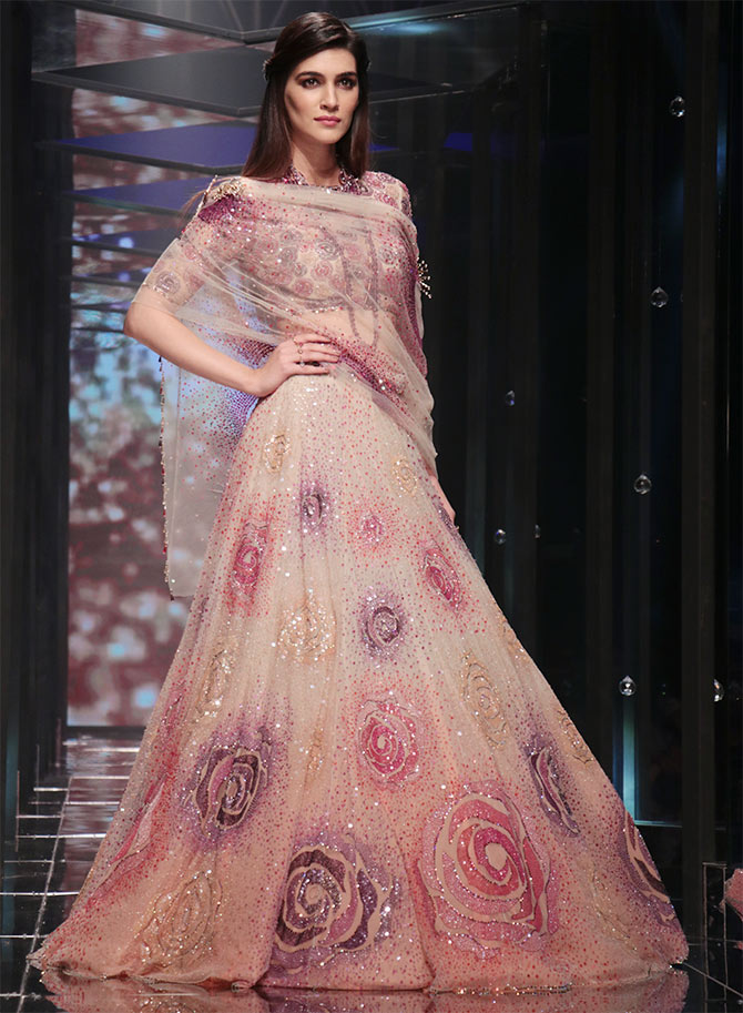 Kriti Sanon Lakme Fashion Week