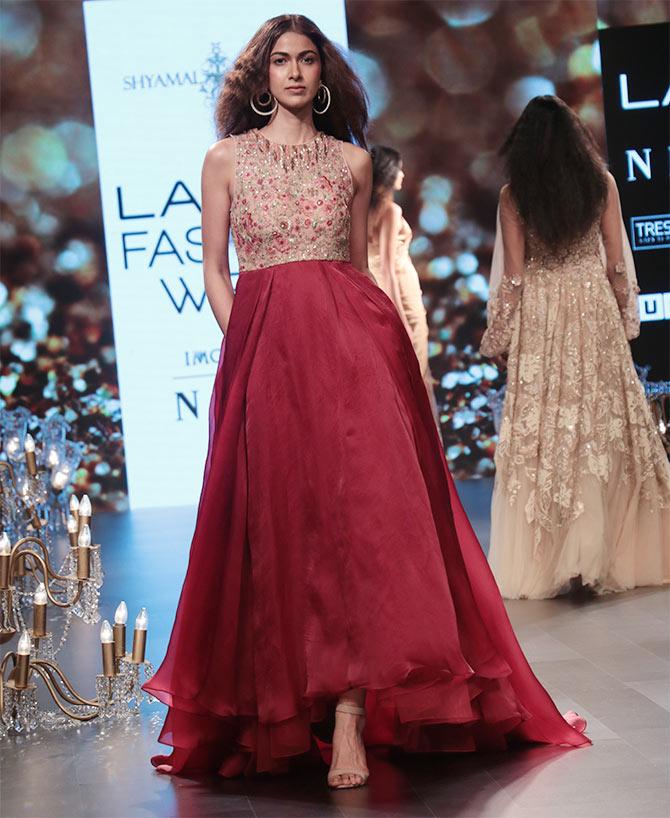 Kangana Ranaut Shyamal Bhumika Wonderland Lakme Fashion Week | Function Mania
