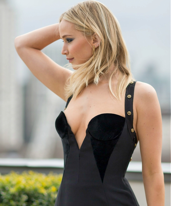 Jennifer Lawrence's HOT dress that started a battle ...