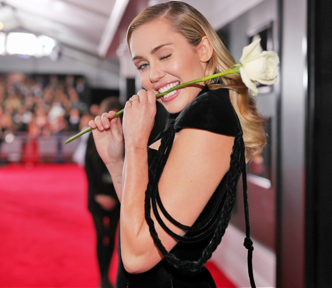 Miley Cyrus white rose Grammys red carpet