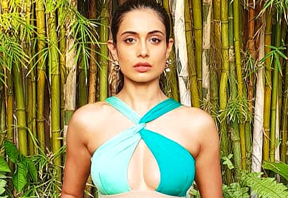 Latest News from India - Get Ahead - Careers, Health and Fitness, Personal Finance Headlines - Hot damn! Sarah Jane Dias' swimsuit-a-day series
