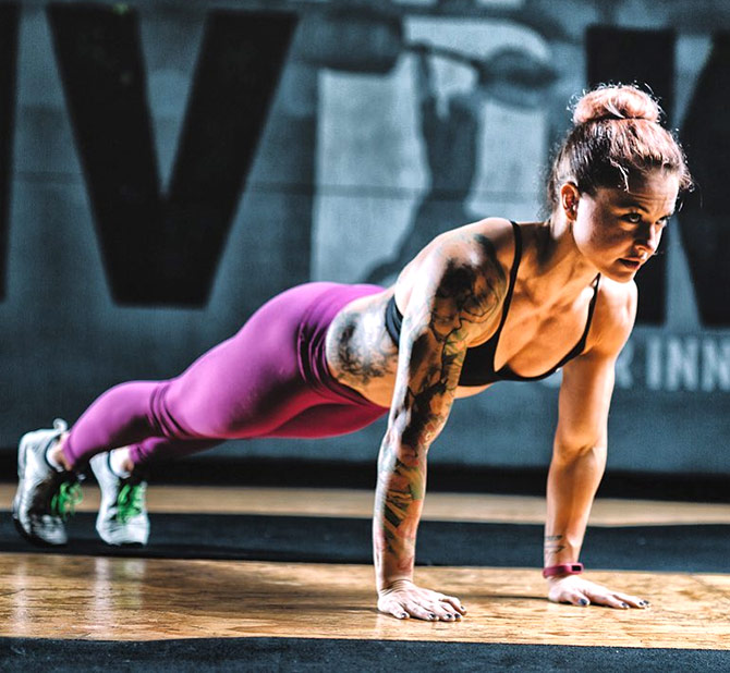 Christmas Abbott Workout.This Badass Fitness Guru Is Serving Up Major Inspiration