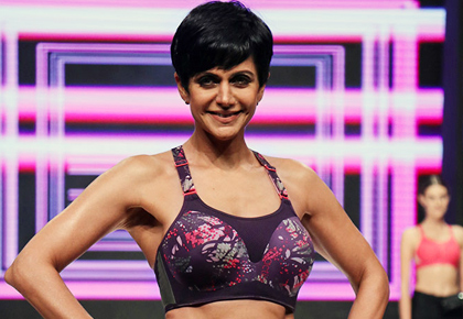 Latest News from India - Get Ahead - Careers, Health and Fitness, Personal Finance Headlines - Don't miss! Mandira Bedi doing push ups on the ramp