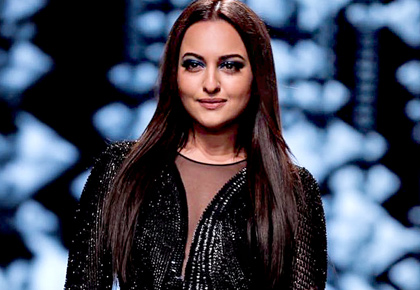 Latest News from India - Get Ahead - Careers, Health and Fitness, Personal Finance Headlines - Incredibly HOT! Sona scorches runway in a black slit dress