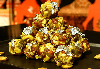 Recipe: How to make Gond ke Laddoo