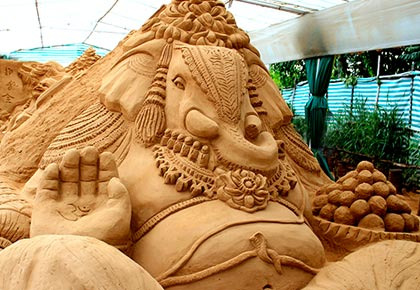 Latest News from India - Get Ahead - Careers, Health and Fitness, Personal Finance Headlines - Readers' pix: A Ganesha made of sand