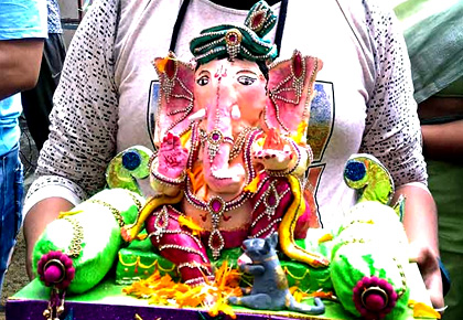 Latest News from India - Get Ahead - Careers, Health and Fitness, Personal Finance Headlines - Florida to Nagpur: Readers share Ganesha photos