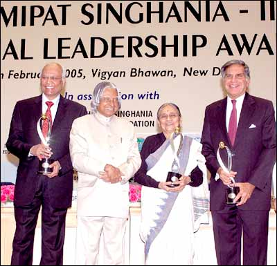 President APJ Abdul Kalam poses for a group photograph with the recipients of the Lakshmipat Singhania-IIML National Leadership Award recipients, industrialist Ratan Tata (extreme right), social activist Ela Bhatt, and director General of CSIR Dr R.A. Mashalkar. Photo: Ranjan Basu/ Saab Press