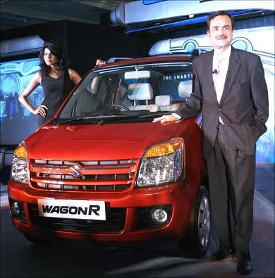 Jagdish Khattar, managing director, Maruti Udyog Limited, poses with the newly launched WagonR Duo, which can run on liquefied petroleum gas (LPG) and petrol, in New Delhi on Wednesday. Photograph: Prakash Singh / AFP / Getty Images