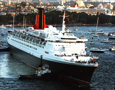 Queen Elizabeth 2 passes her sister ship, the Queen Mary II (rear), as she arrives in Sydney Harbour February 20, 2007 in Sydney, Australia. Photograph: Ian Waldie/Getty Images