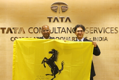 TCS CEO S Ramadorai and Ferrari CIO Antonio Calbrese in Mumbai on Tuesday.<BR>>Photograph: Sajjad Hussain/AFP/Getty Images