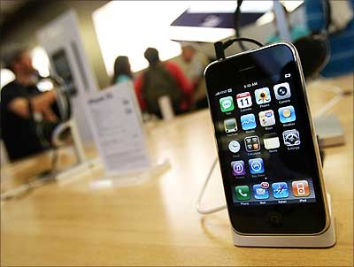 Image: The new Apple iPhone 3G is on display | Photograph: Mario Tama/Getty Images