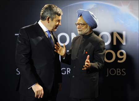 Britain's Prime Minister Gordon Brown (L) chats with his Indian counterpart Manmohan Singh upon his arrival at the G20 summit at the ExCel centre, in east London. Philippe Wojazer/Reuters