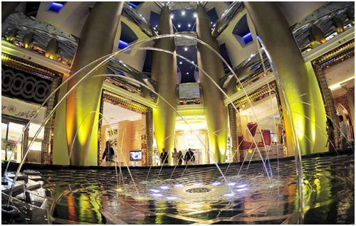 Inside dubai 39 s grand burj hotel for Burj al arab hotel inside