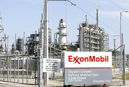 Exxon Mobil Beats Wal-Mart in 2009 Fortune 500 List