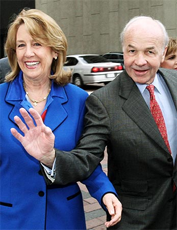 Kenneth Lay arrives at the federal courthouse with his wife Linda on April 25, 2006