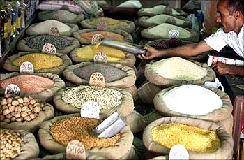 Pulses are being sold at a shop
