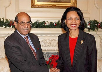 Shyam Saran with former US Secretary of State, Condoleezza Rice.