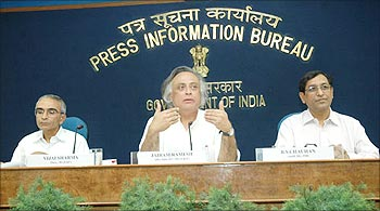 Vijai Sharma (Left) with Environment Minister Jairam Ramesh.