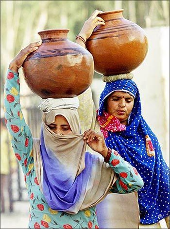 Women in Jammu carry water on their heads.