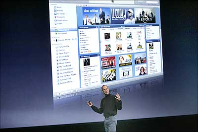 Steve Jobs discusses his company's iTunes product.