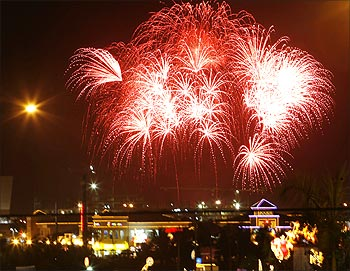 Fireworks light up the sky during the 2nd World Pyro Olympics at Manila bay.