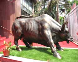 The raging bull in front of the BSE building