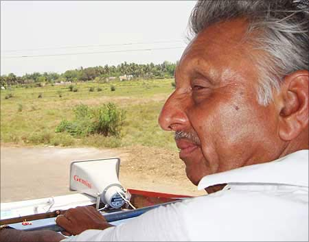 Image: Mani Shankar Aiyar, Congress candidate from Mayiladuthurai in Tamil Nadu, campaigning in his constituency in May 2009. Photograph: Saisuresh Sivaswamy