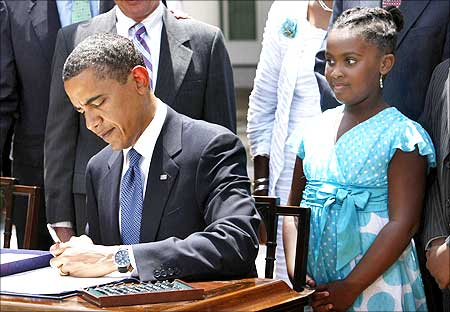 US President Barack Obama signs the Tobacco Control Act. Sarah Louise Wiggins, 9, of the Campaign for Tobacco Free Kids.