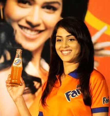 Jaane Tu  actress Genelia D'Souza is popular.